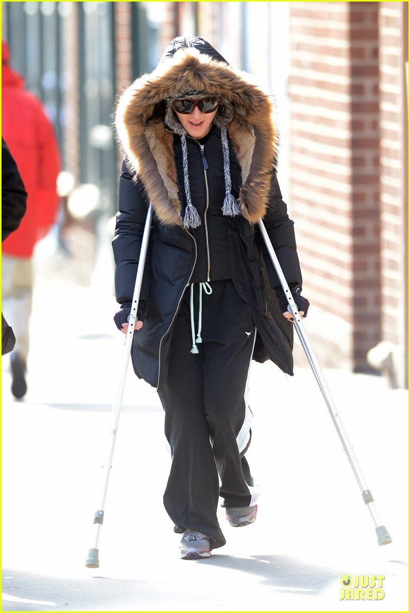 madonna steps out in crutches after grammy performing rumors 073033948