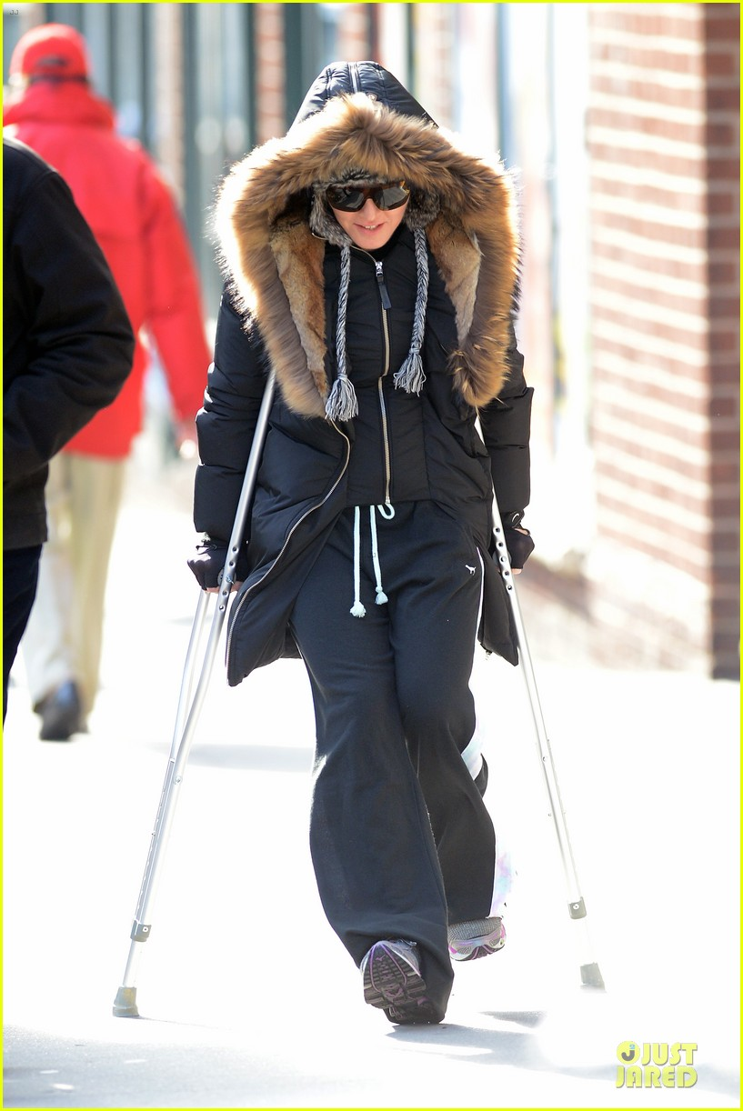 madonna steps out in crutches after grammy performing rumors 083033949
