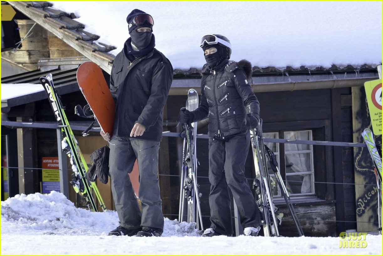 madonna skis through new year with the kids 083022156