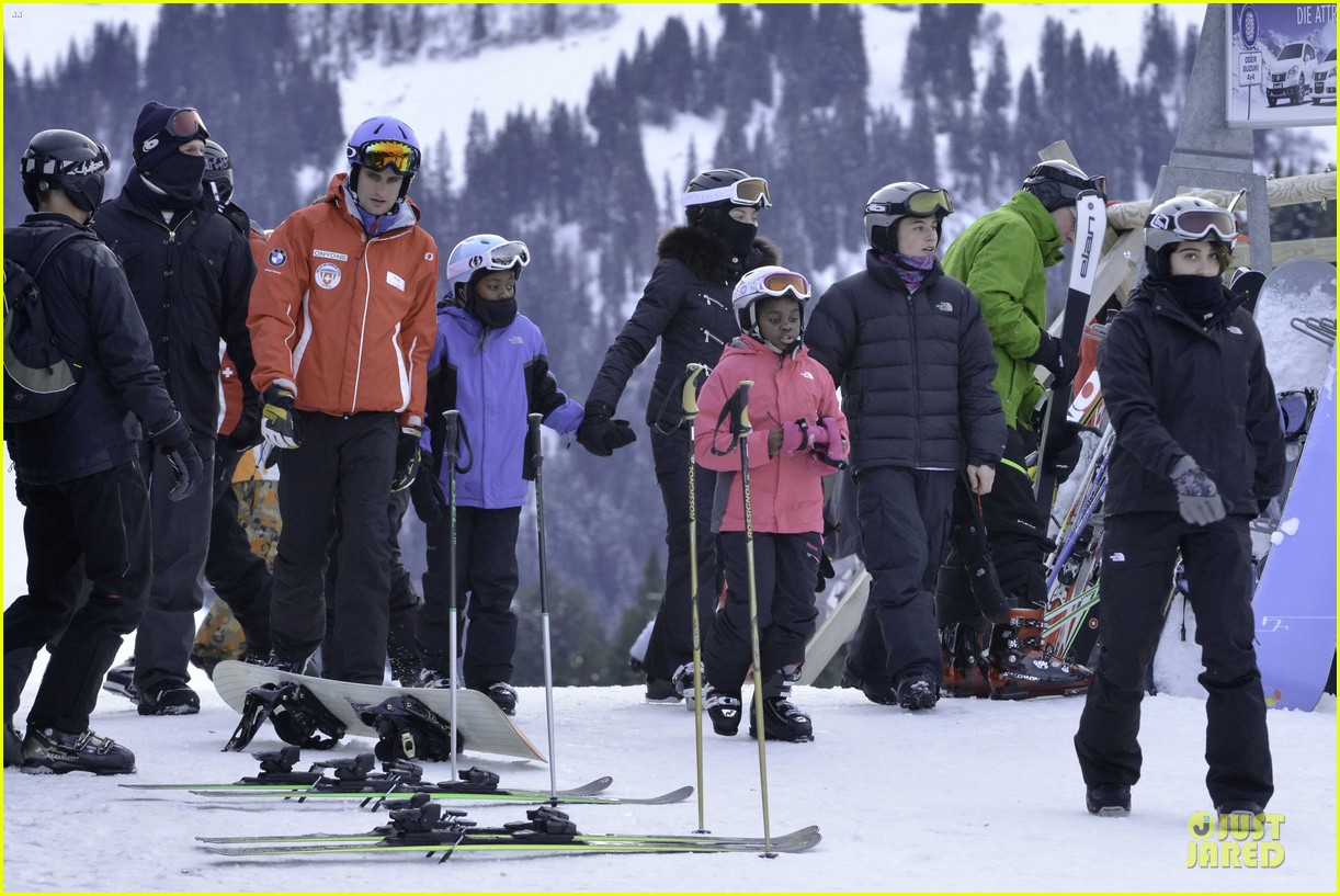 madonna skis through new year with the kids 093022157