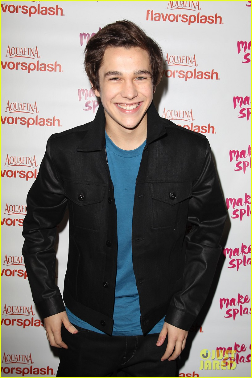austin mahone gets support from kylie jenner at nyc concert 173043887