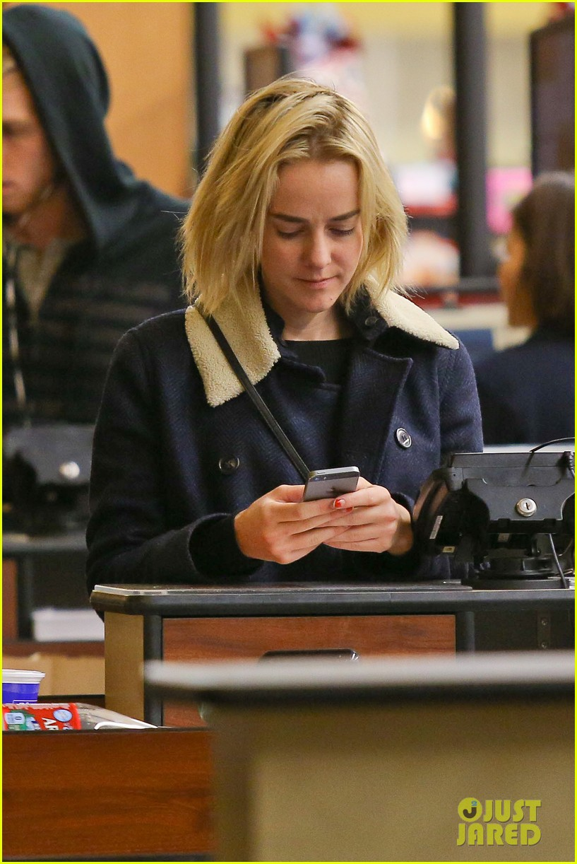 jena malone so excited to share the wait with you 033027063