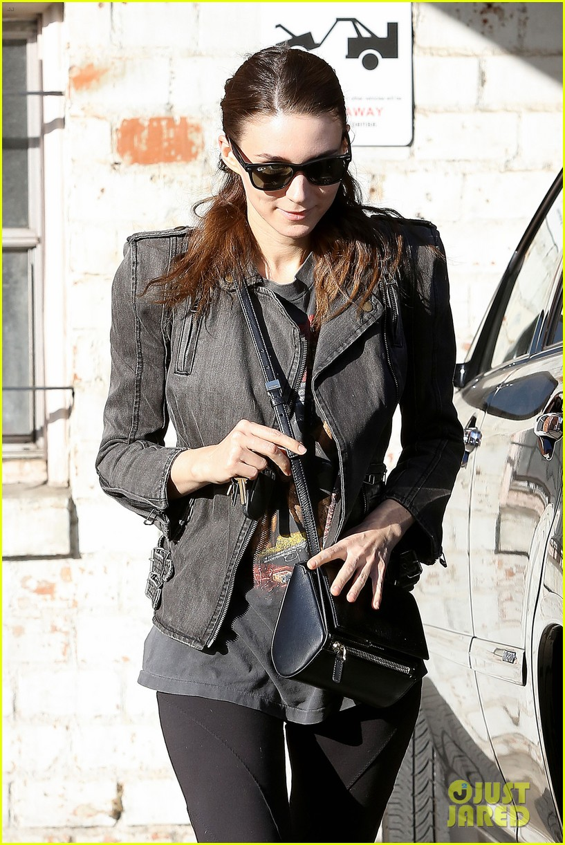 rooney mara steps out after engagement rumors surface 063040640