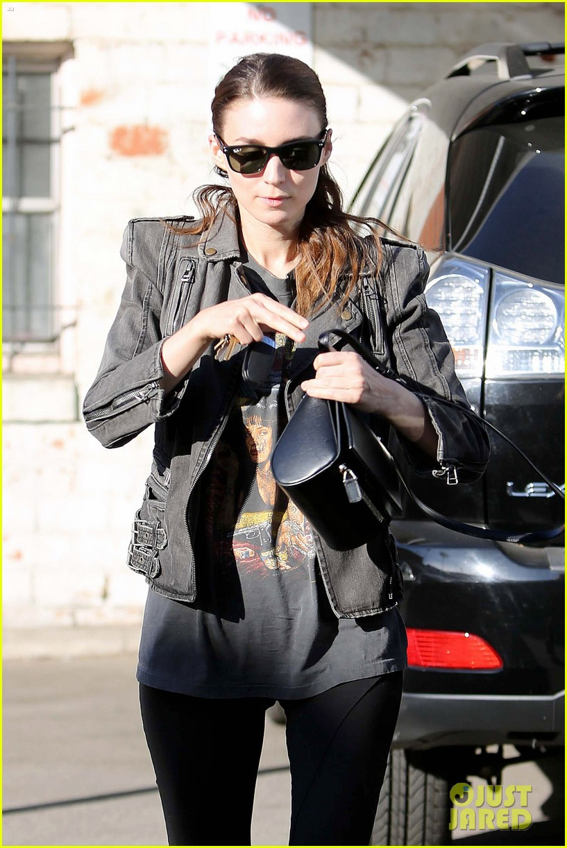 rooney mara steps out after engagement rumors surface 093040643