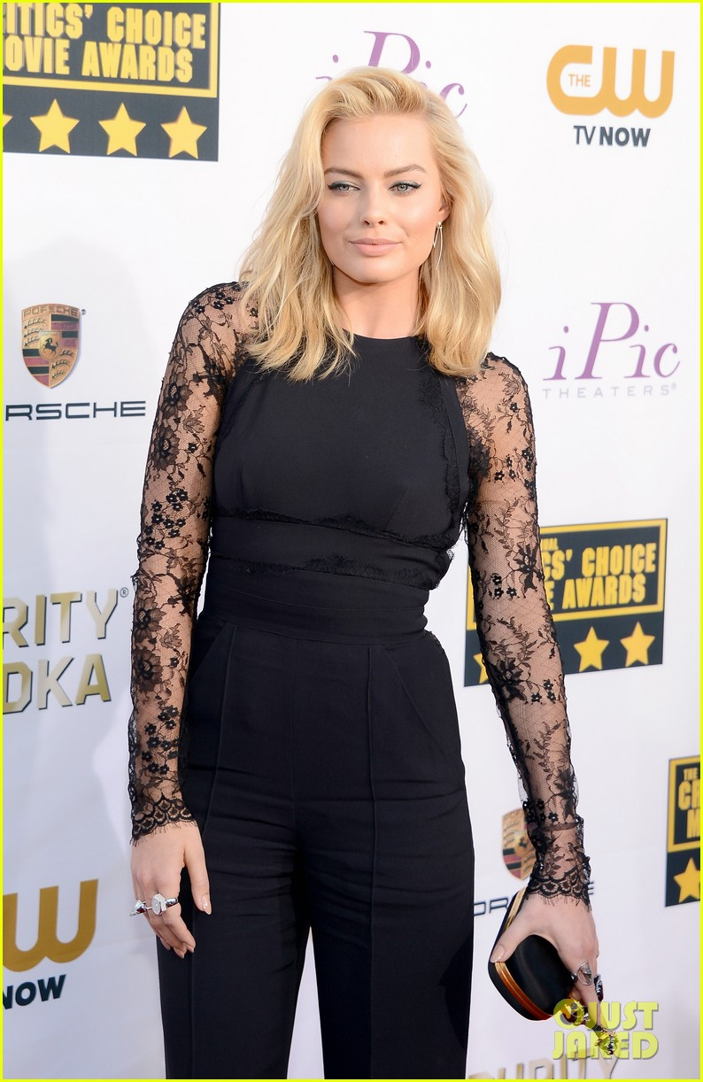 margot robbie critics choice movie awards red carpet 2014 05