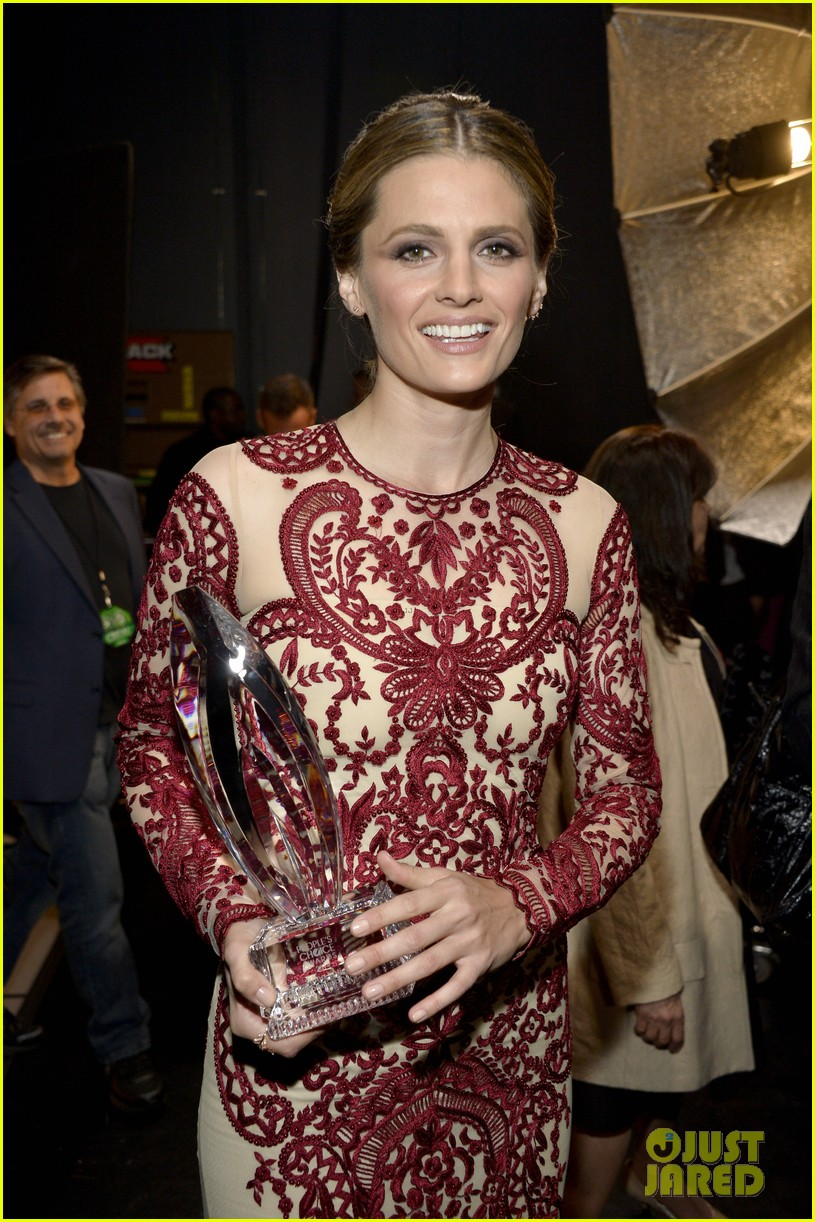 julianna margulies stana katic peoples choice awards 2014 12