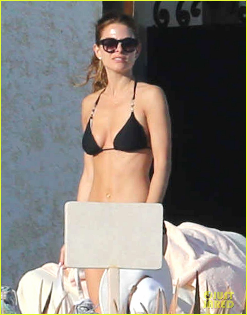 maria menounos shows off fabulous bikini body in mexico 02