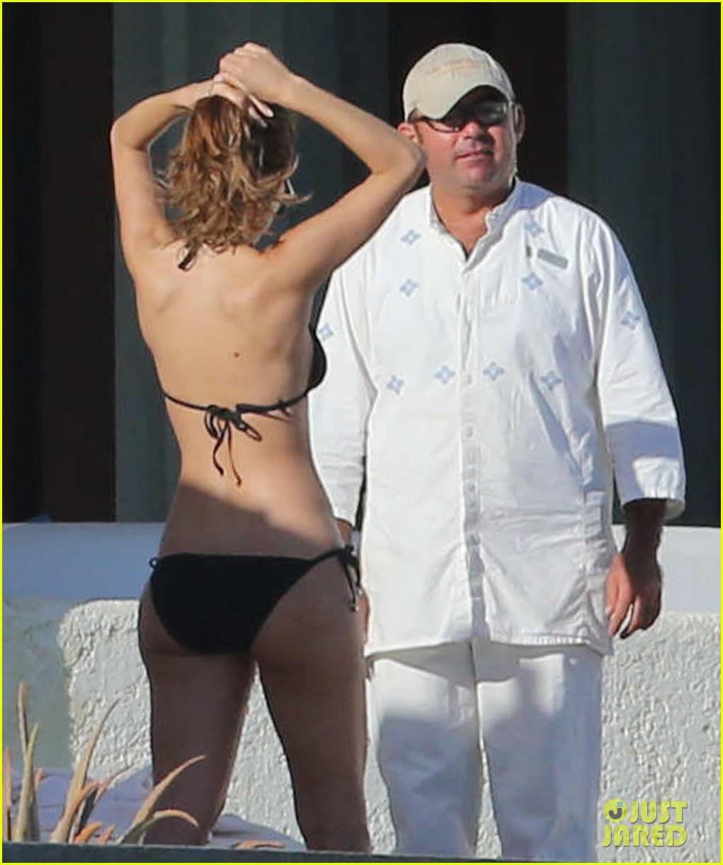 maria menounos shows off fabulous bikini body in mexico 173022058