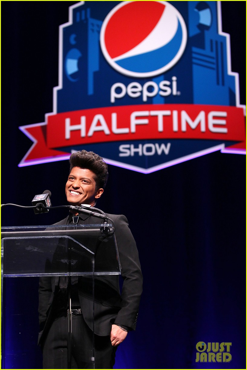 bruno mars renee fleming super bowl 2014 press conference 093044370
