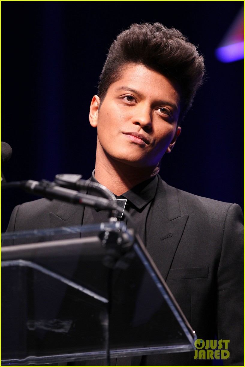 bruno mars renee fleming super bowl 2014 press conference 113044372