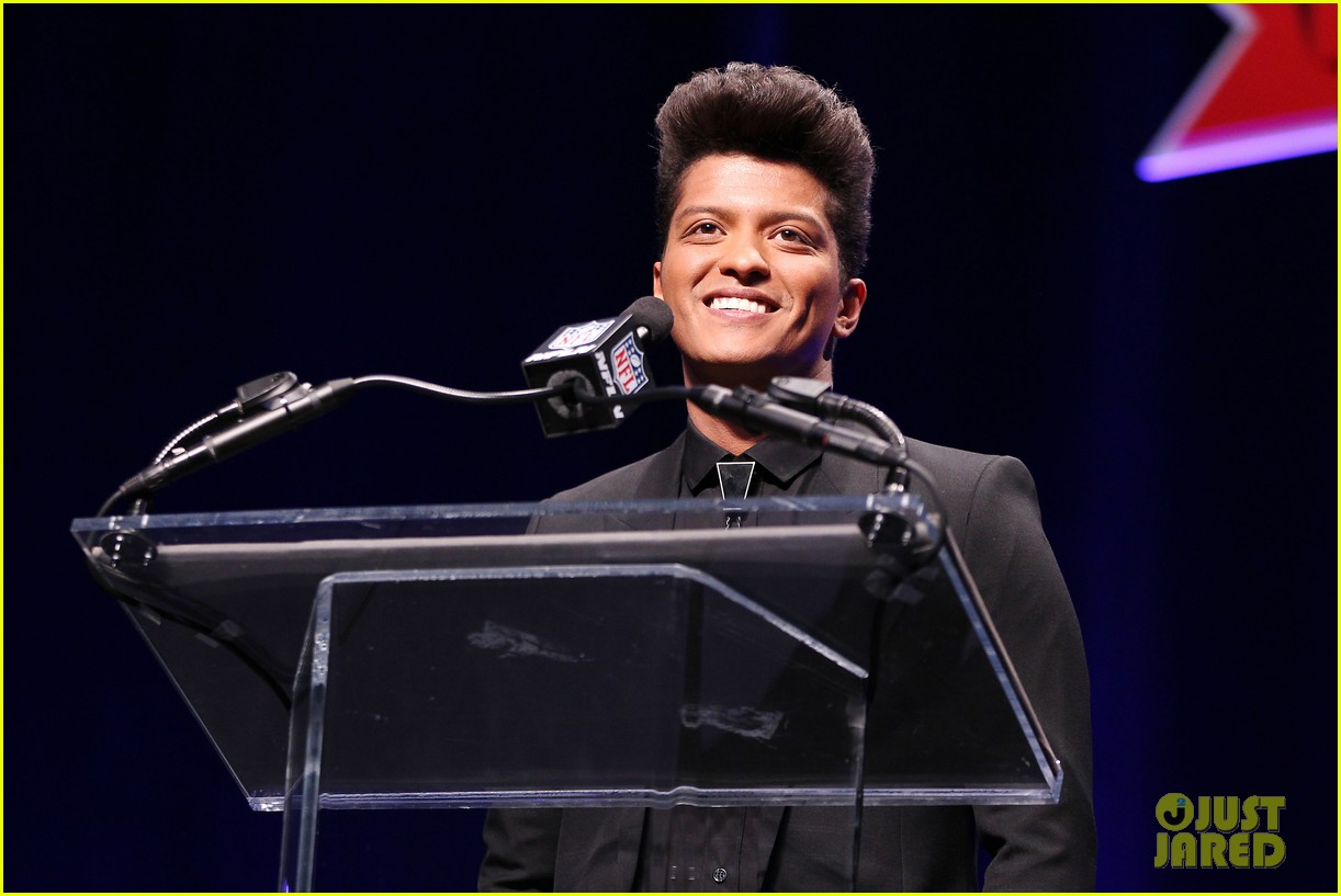 bruno mars renee fleming super bowl 2014 press conference 183044379