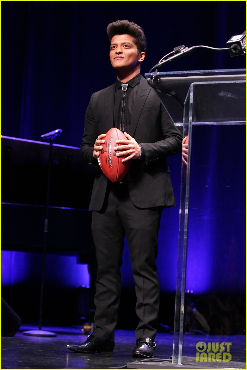 bruno mars renee fleming super bowl 2014 press conference 193044380