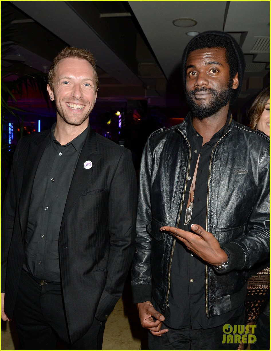 chris martin grammys 2014 after party with gary clark jr 013041960