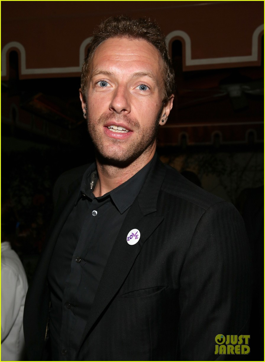 chris martin grammys 2014 after party with gary clark jr 04