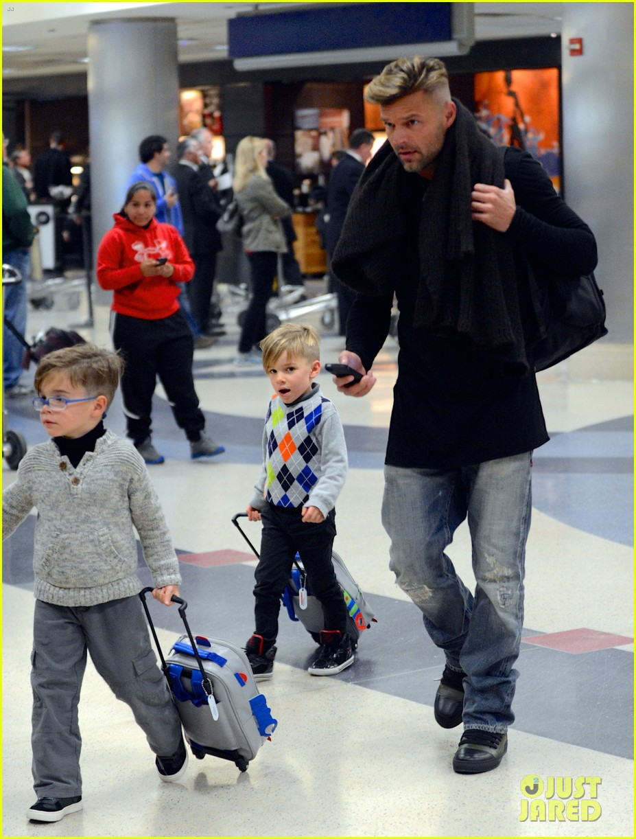 ricky martin steps out with kids after his breakup 05
