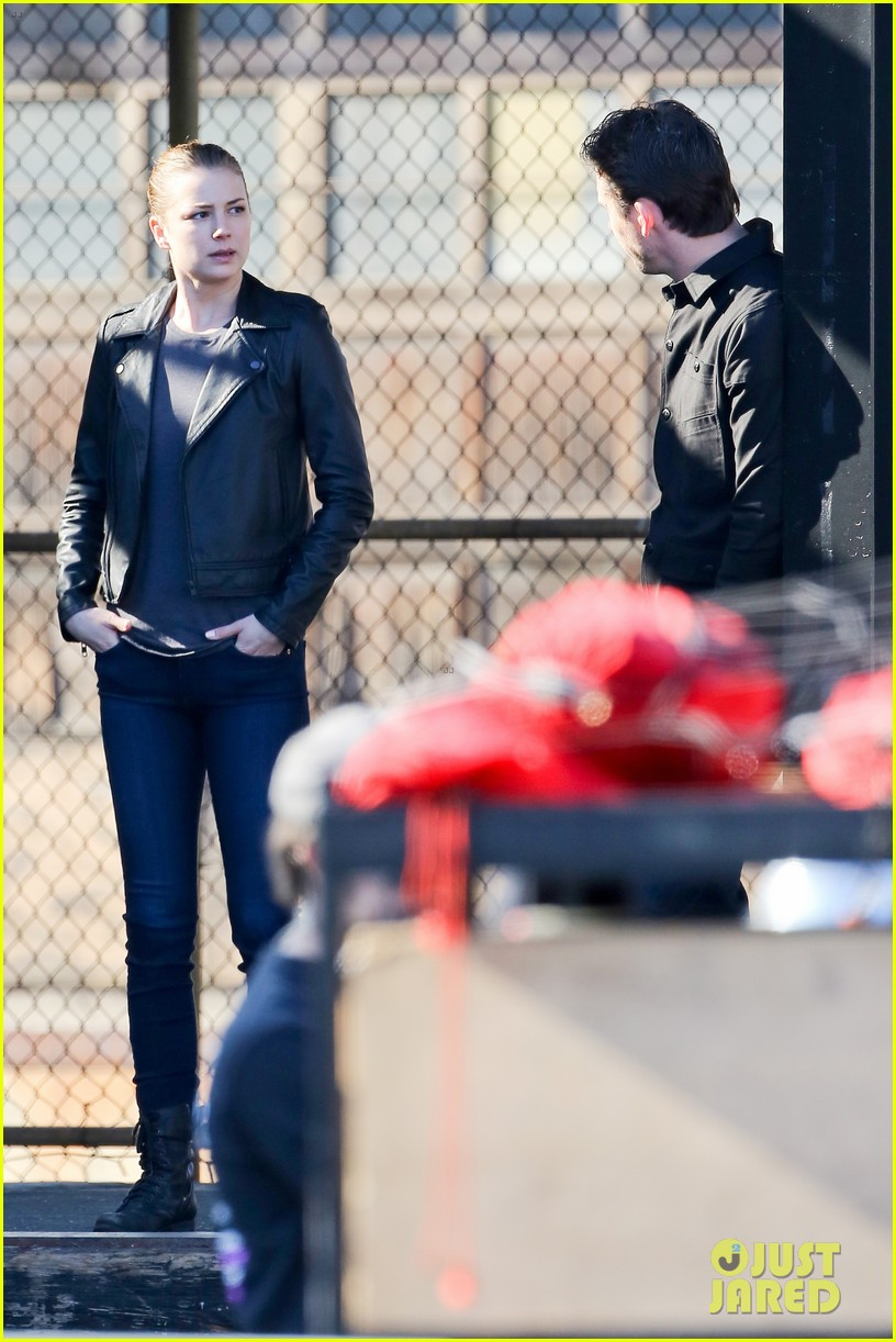 olivier martinez joins revenge as karine vanasses father 213032809