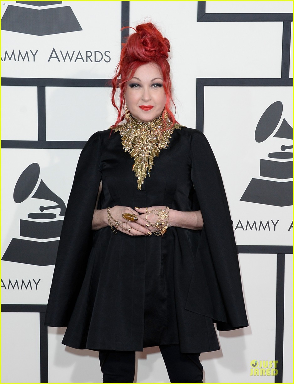 martina mcbride cyndi lauper grammys 2014 red carpet 043041536