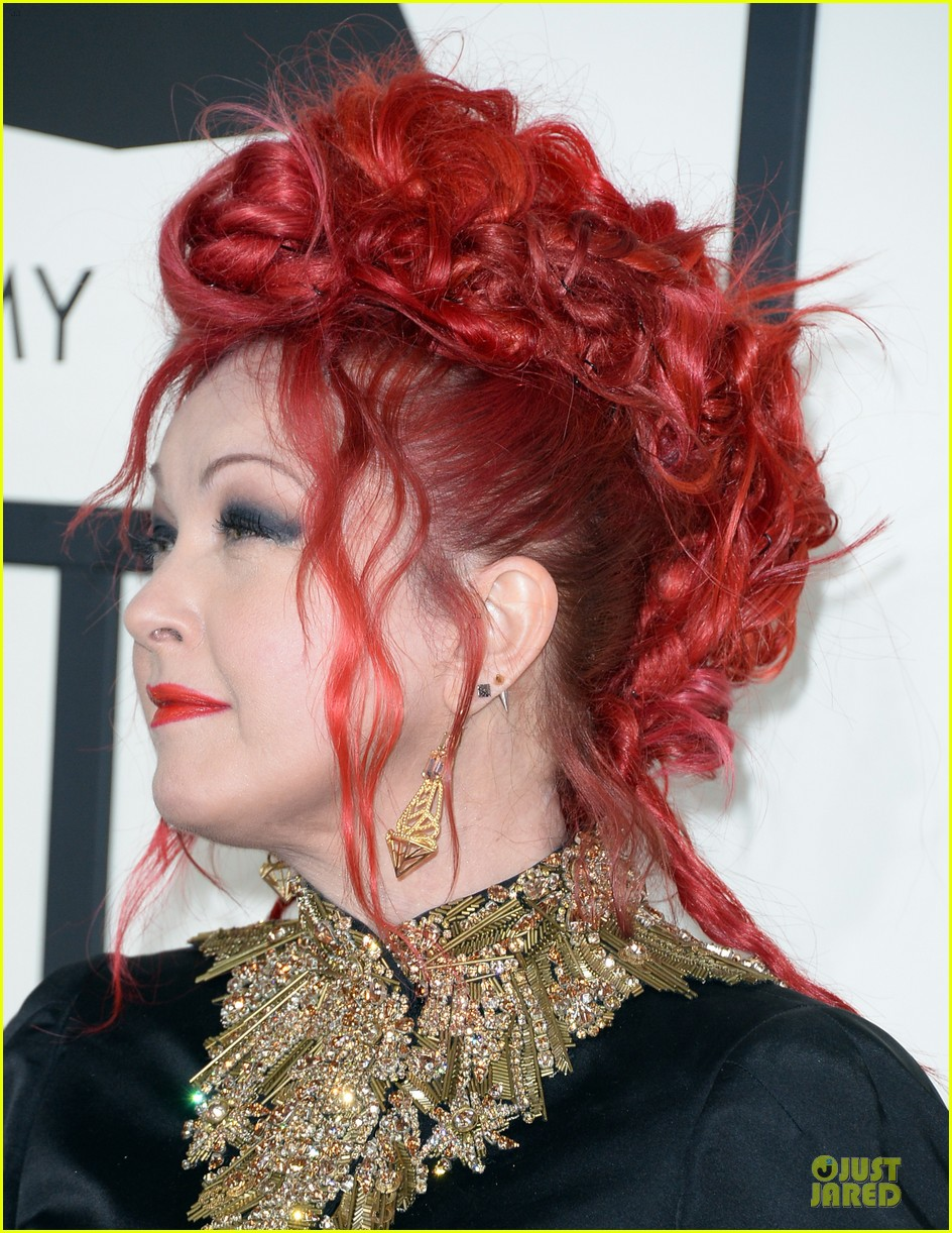 martina mcbride cyndi lauper grammys 2014 red carpet 103041542