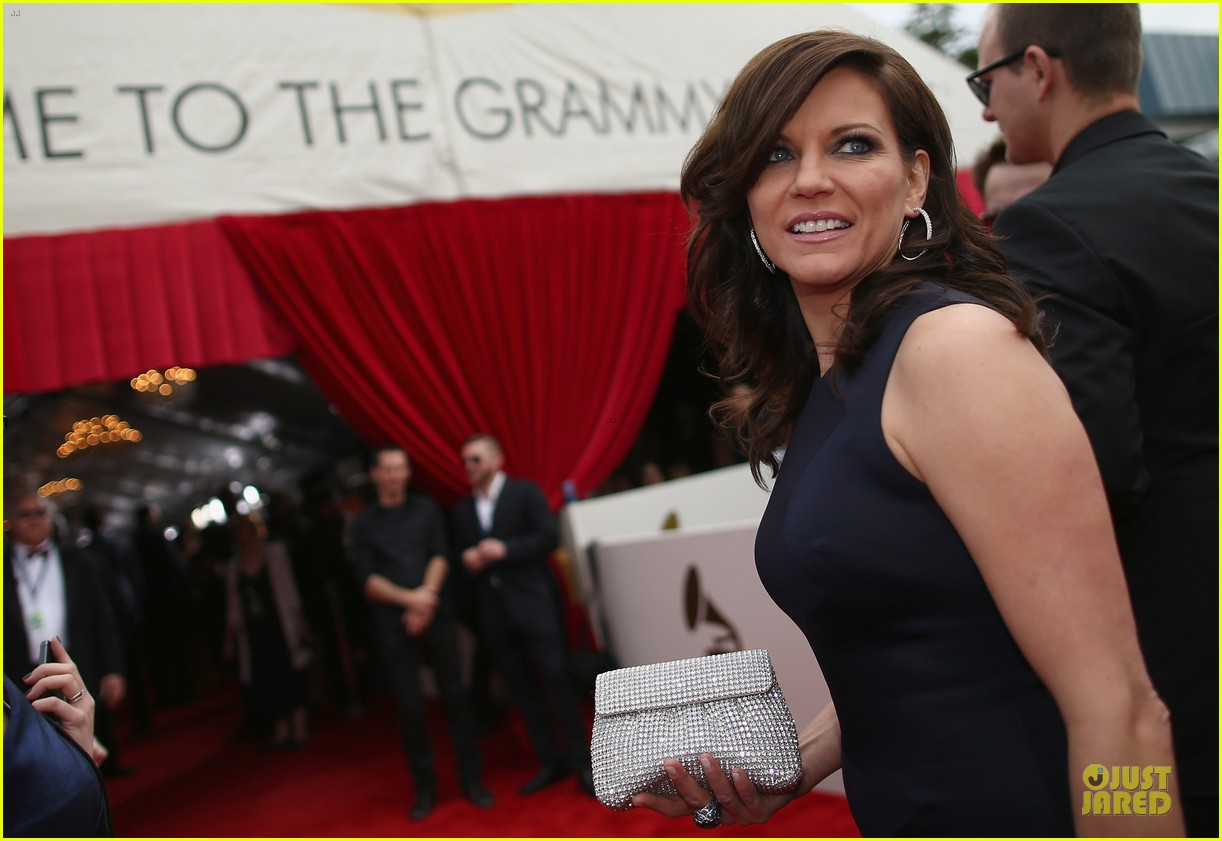 martina mcbride cyndi lauper grammys 2014 red carpet 113041543