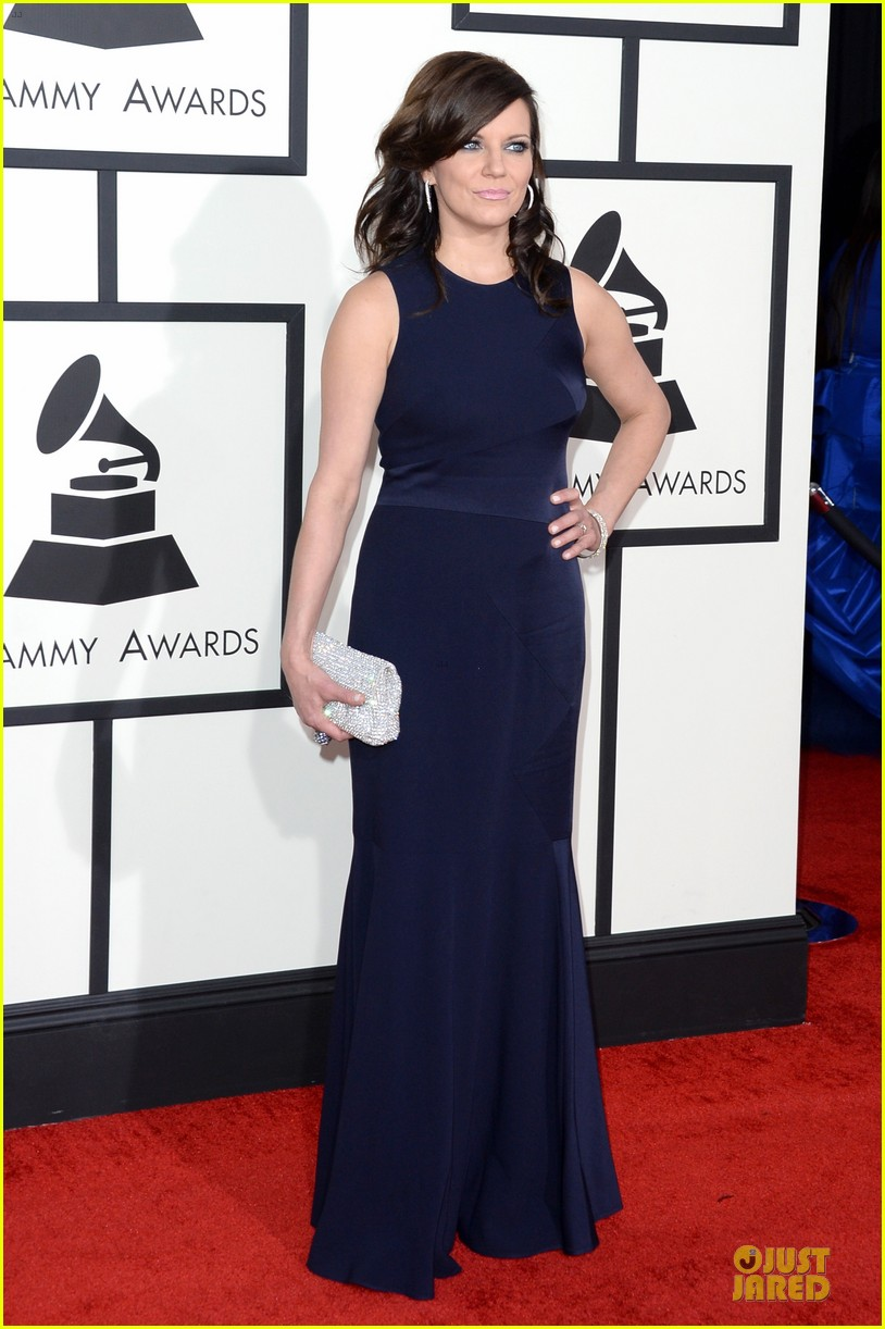 martina mcbride cyndi lauper grammys 2014 red carpet 133041545