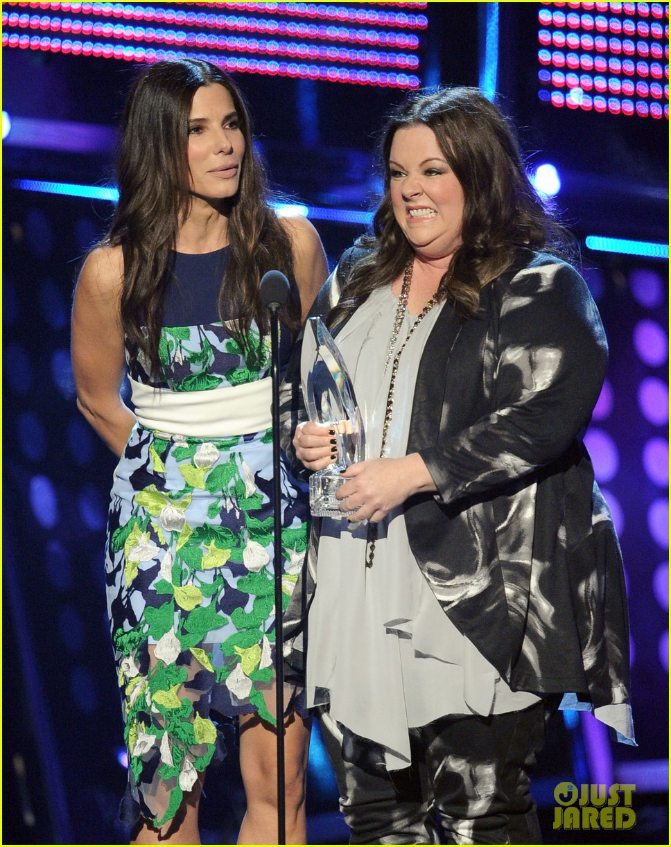 melissa mccarthy sandra bullock peoples choice awards 2014 05
