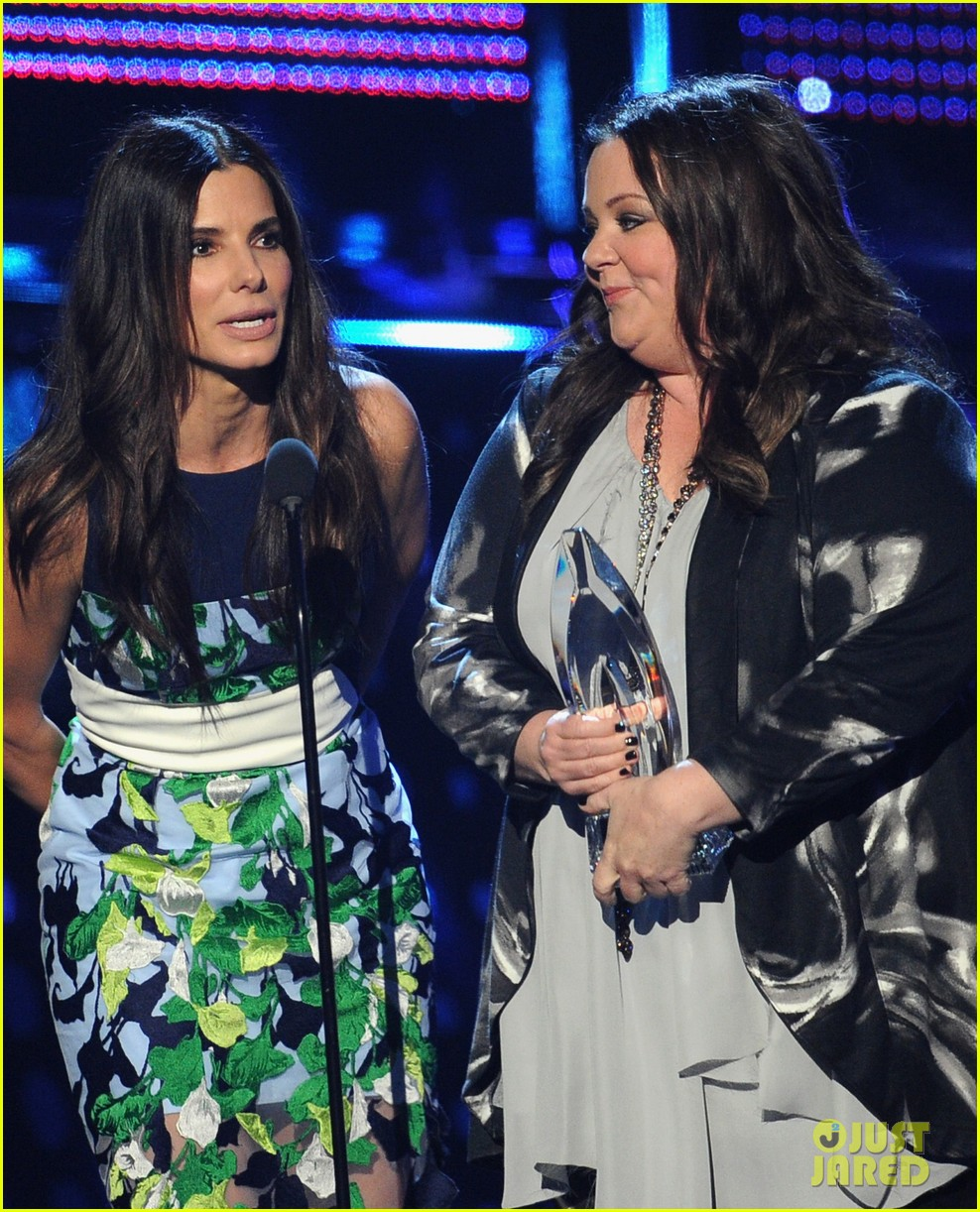 melissa mccarthy sandra bullock peoples choice awards 2014 113025782