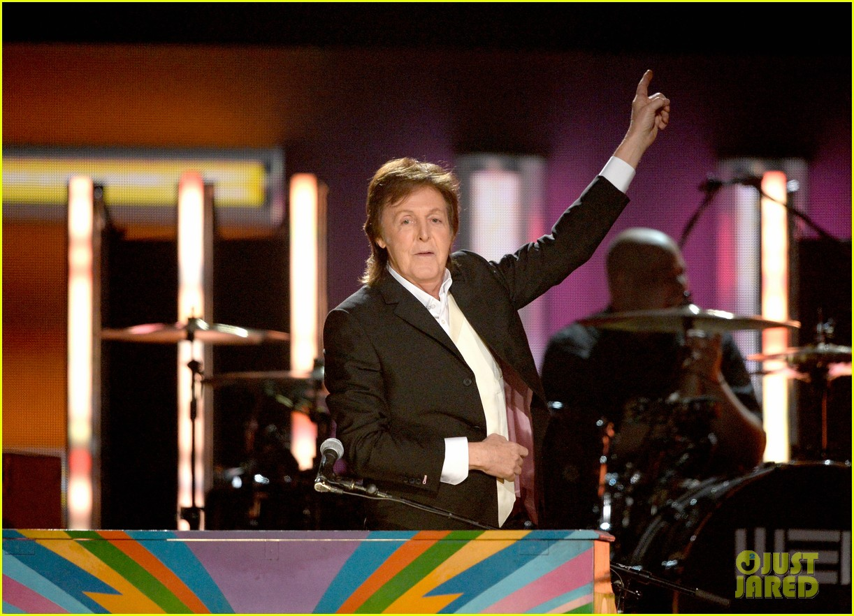 paul mccartney ringo starr reunite at grammys 2014 video 15