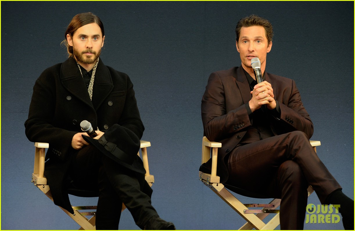 matthew mcconaughey jared leto are the sexiest geniuses at the apple store 05