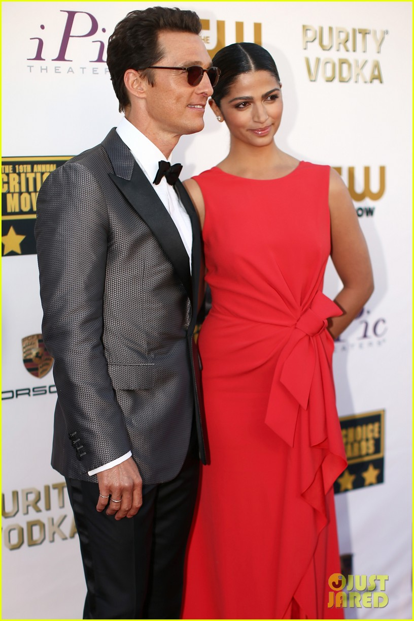 matthew mcconaughey critics choice awards 2014 with camila alves 023032974