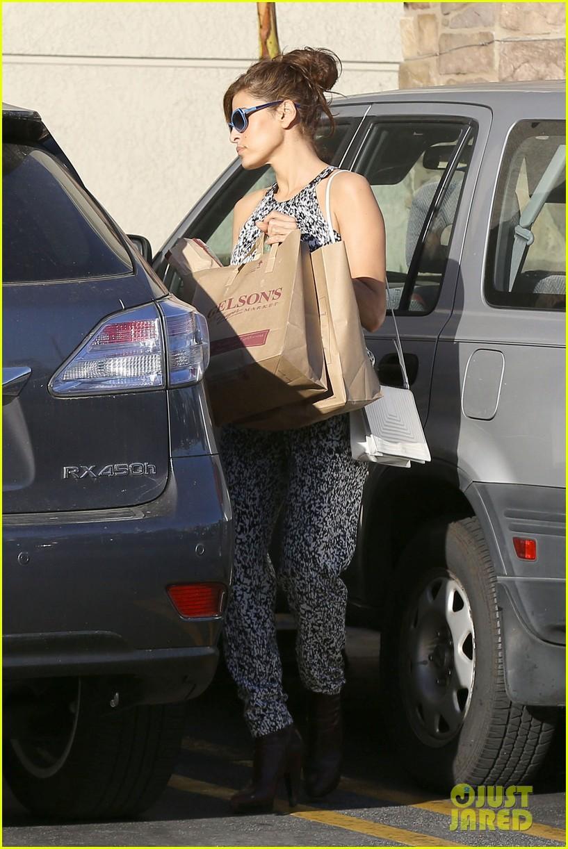 eva mendes buys cartfull of groceries at gelsons 013023443