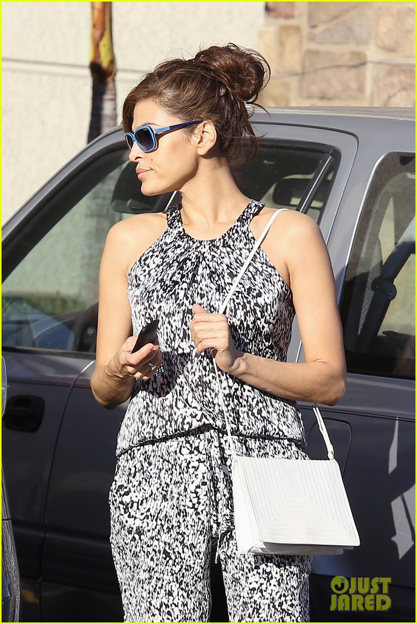 eva mendes buys cartfull of groceries at gelsons 163023458