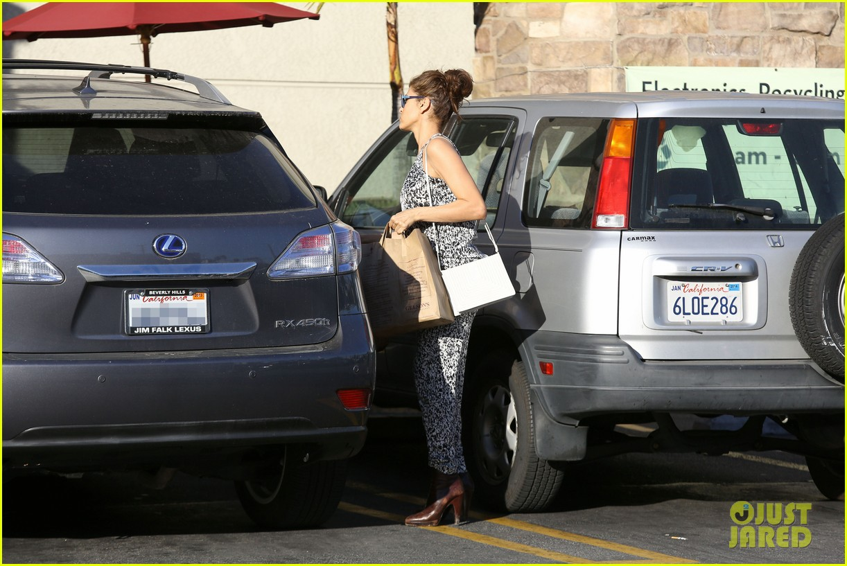 eva mendes buys cartfull of groceries at gelsons 253023467