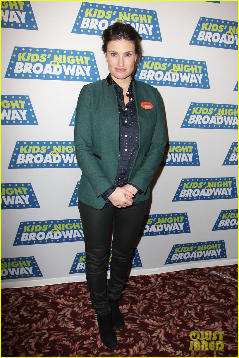 frozens idina menzel sings tomorrow at broadway event 01