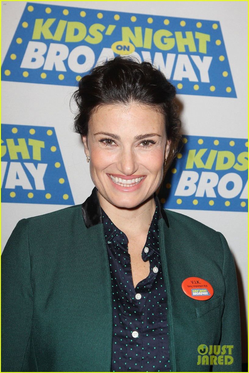 frozens idina menzel sings tomorrow at broadway event 023038706