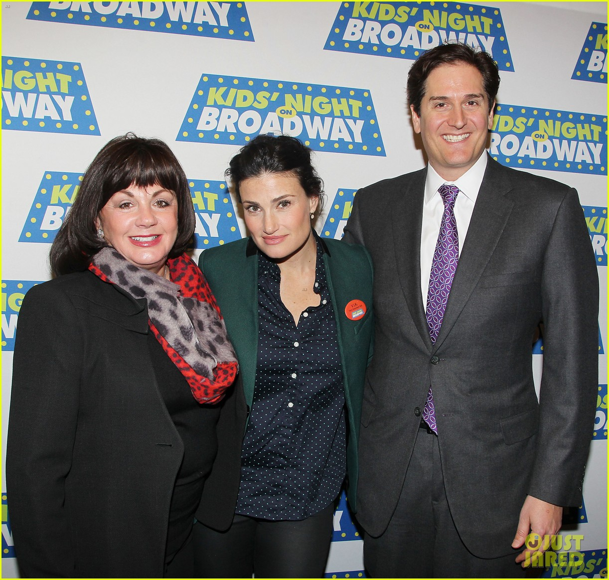 frozens idina menzel sings tomorrow at broadway event 093038713