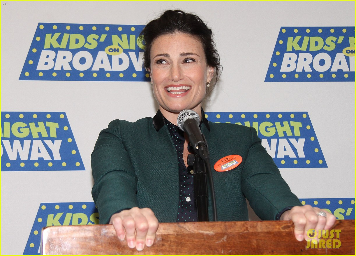 frozens idina menzel sings tomorrow at broadway event 113038715