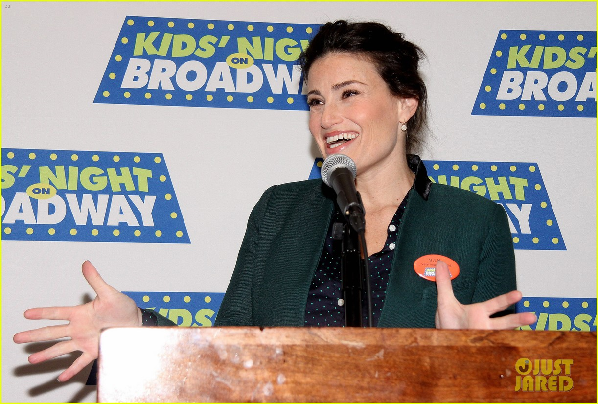 frozens idina menzel sings tomorrow at broadway event 12