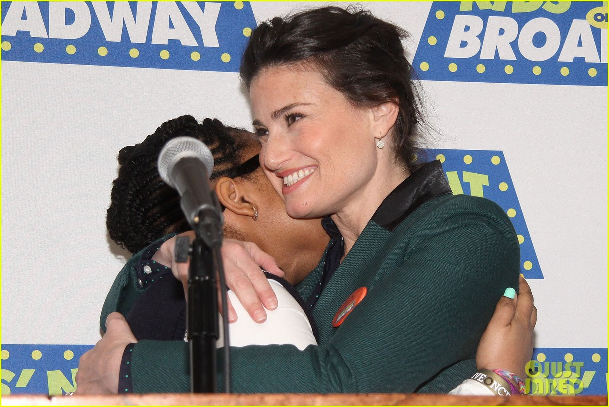 frozens idina menzel sings tomorrow at broadway event 14