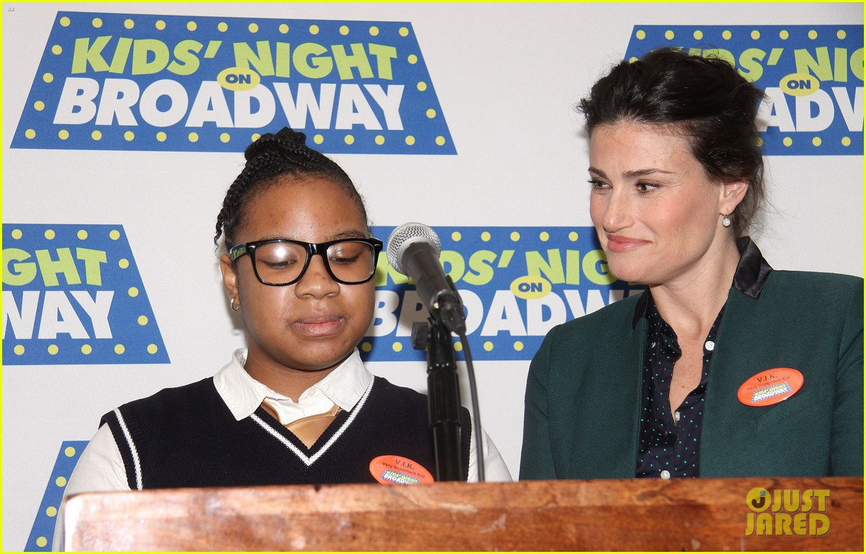 frozens idina menzel sings tomorrow at broadway event 153038719