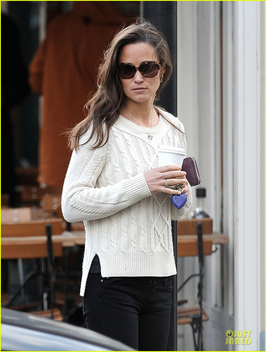 pippa middleton steps out after engagement news 023024701
