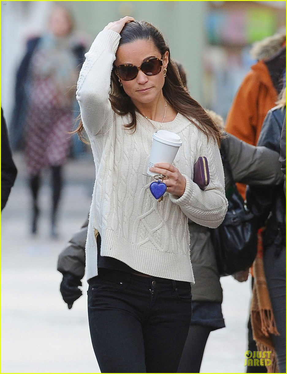 pippa middleton steps out after engagement news 213024720