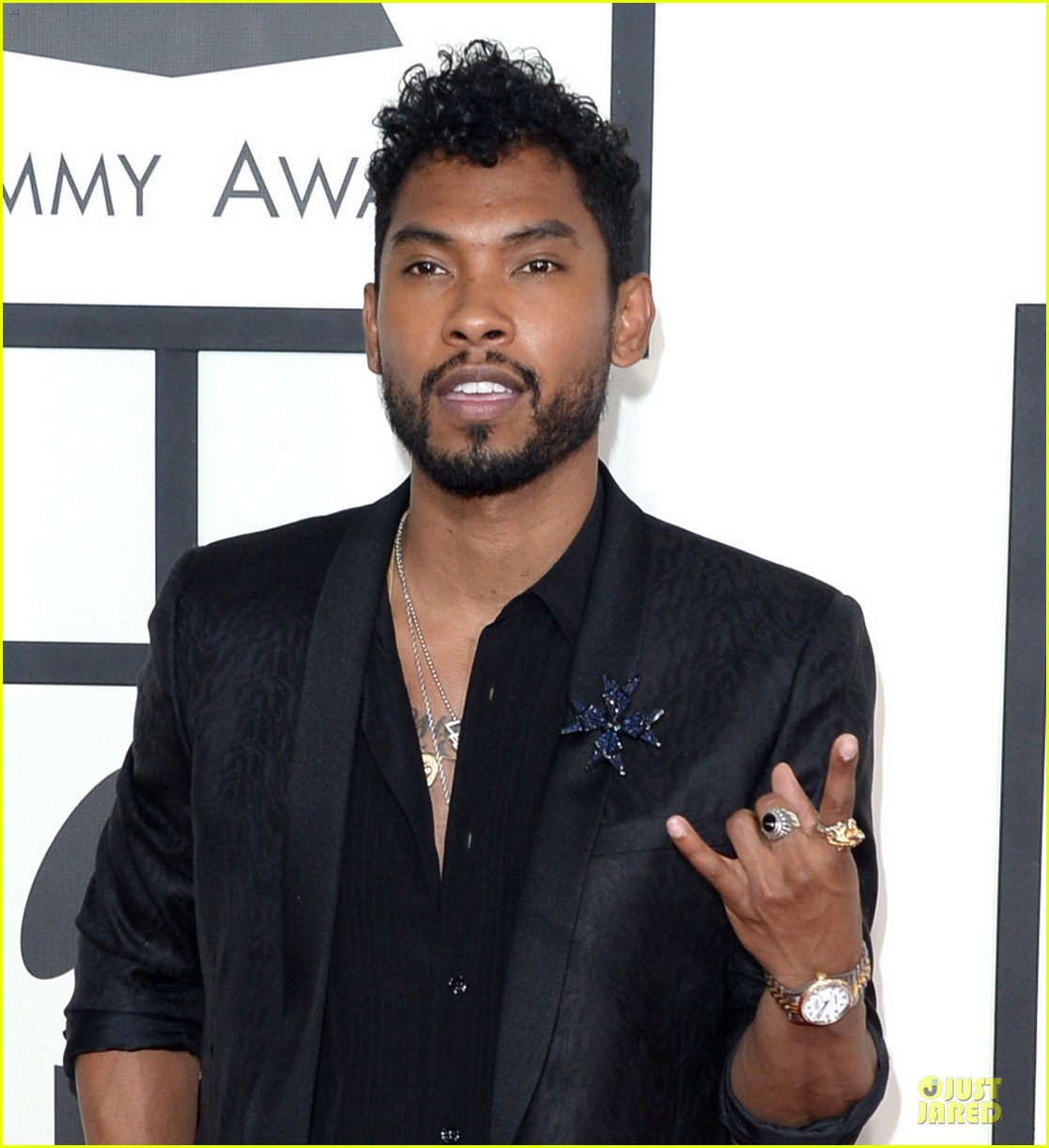 miguel grammys 2014 red carpet 063041003