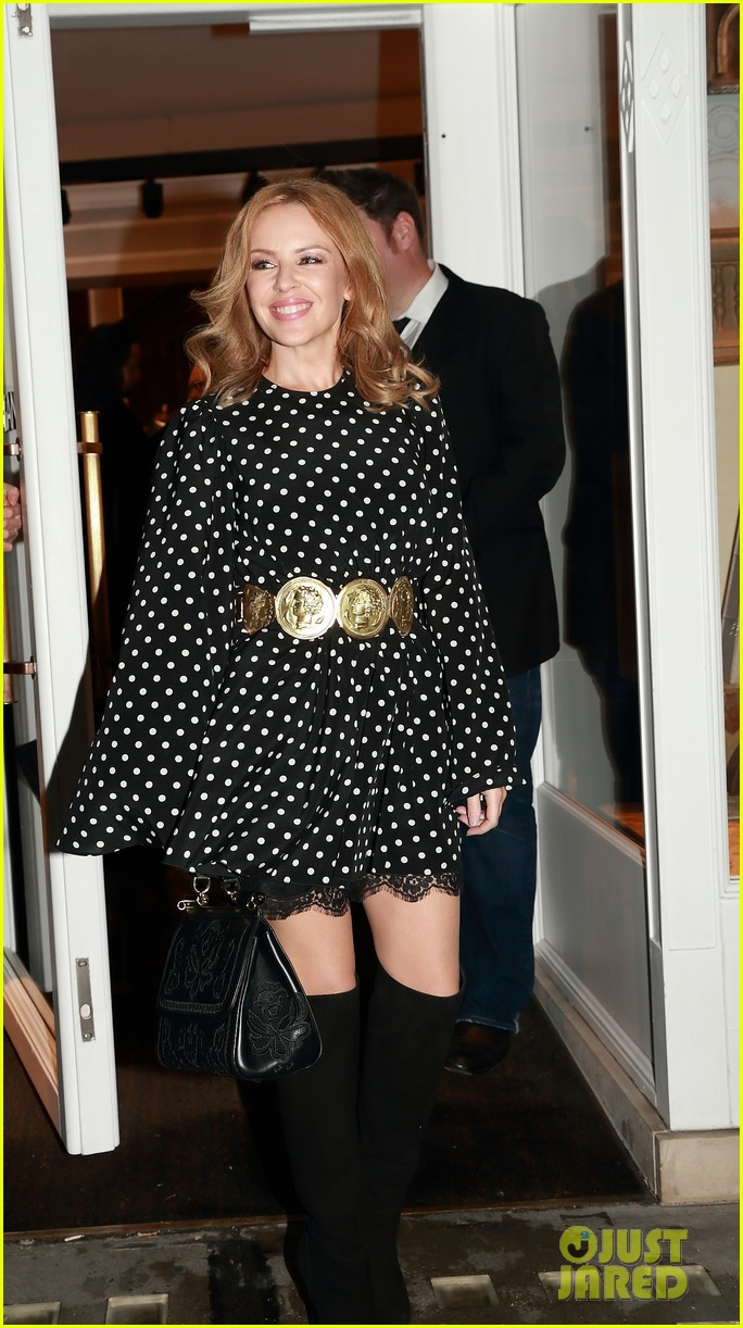 kylie minogue thom evans dolce gabbana london collections 013023543