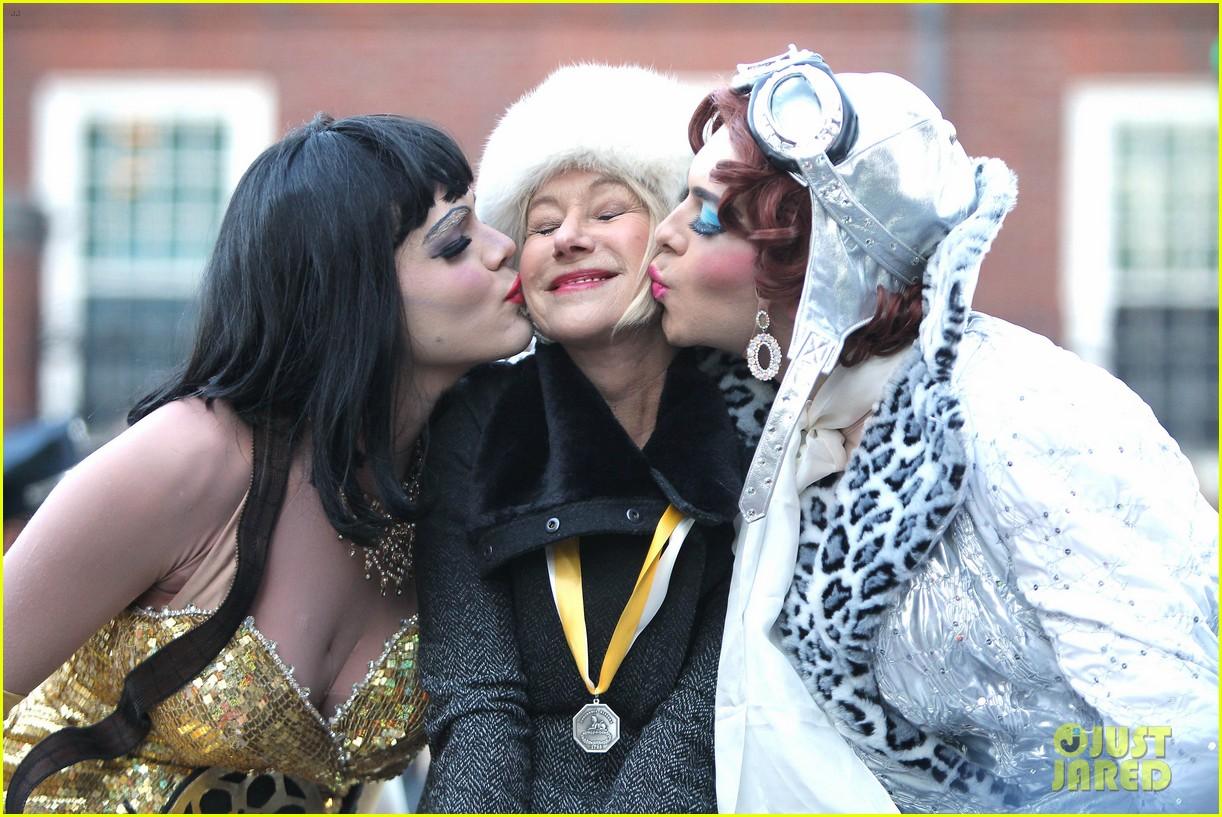 helen mirren twerks hangs with drag queens continues to be one of hollywoods coolest ladies 043044465