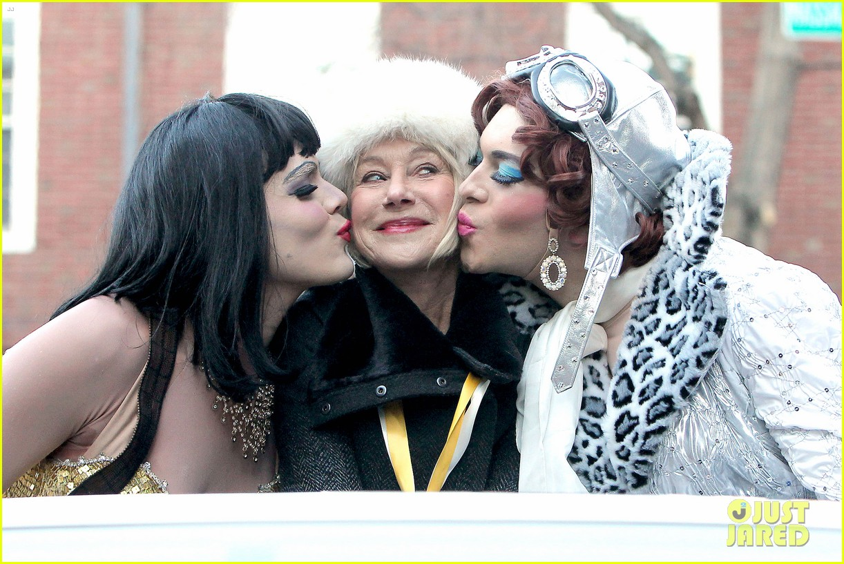 helen mirren twerks hangs with drag queens continues to be one of hollywoods coolest ladies 06