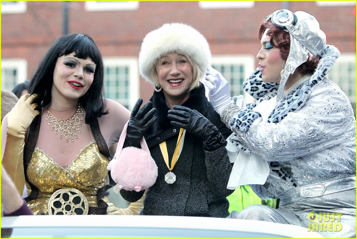helen mirren twerks hangs with drag queens continues to be one of hollywoods coolest ladies 133044474