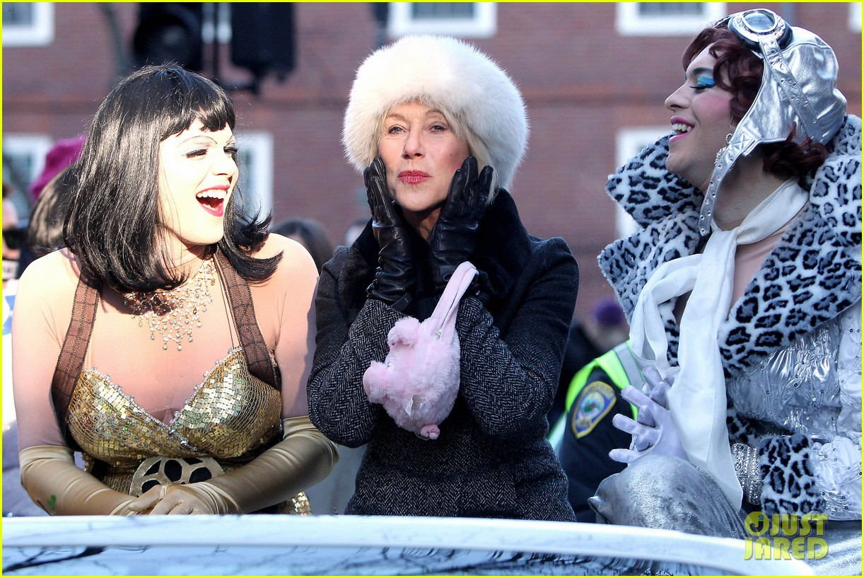 helen mirren twerks hangs with drag queens continues to be one of hollywoods coolest ladies 143044475