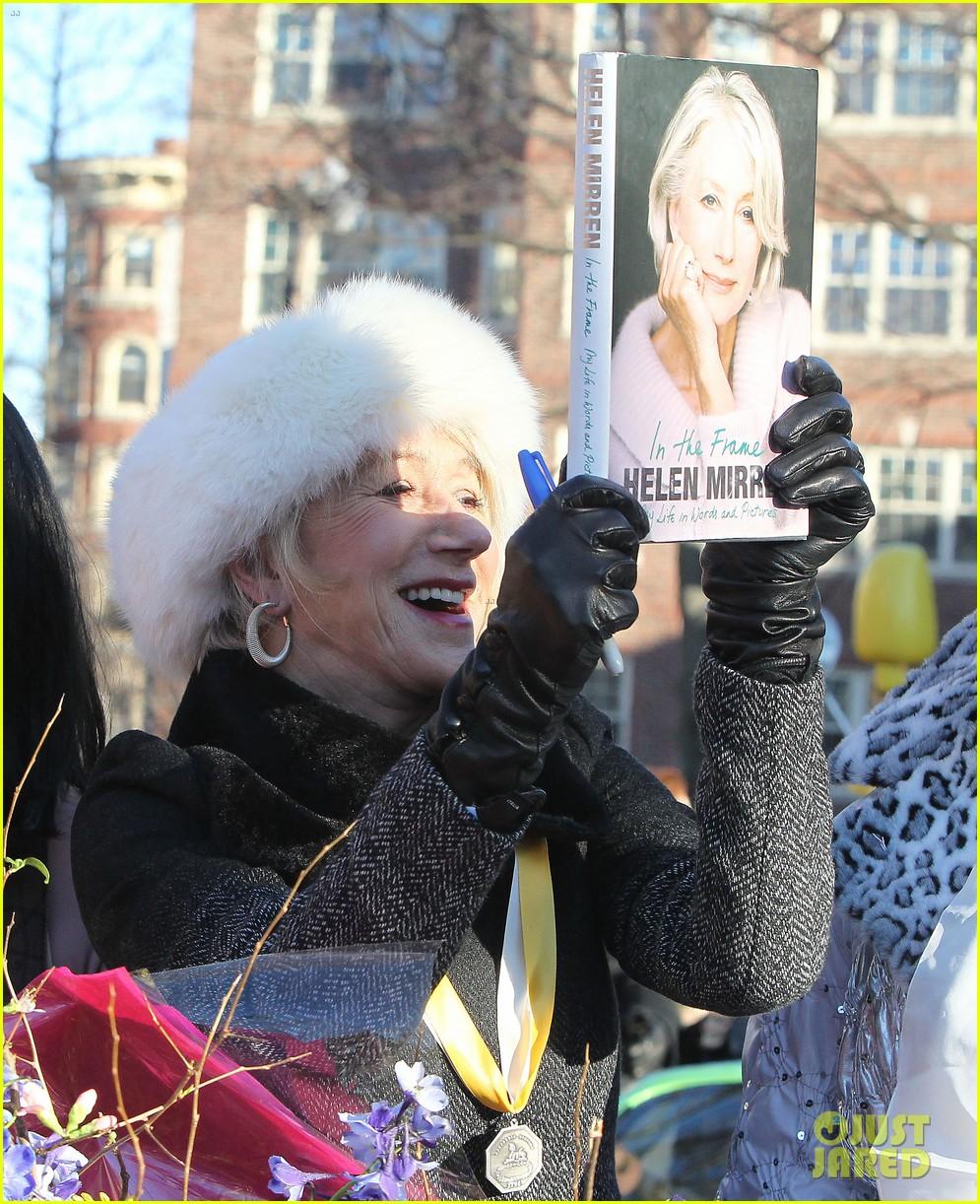 helen mirren twerks hangs with drag queens continues to be one of hollywoods coolest ladies 153044476