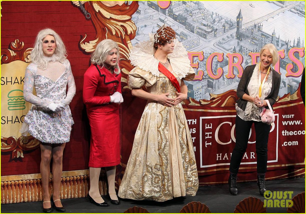 helen mirren twerks hangs with drag queens continues to be one of hollywoods coolest ladies 283044489