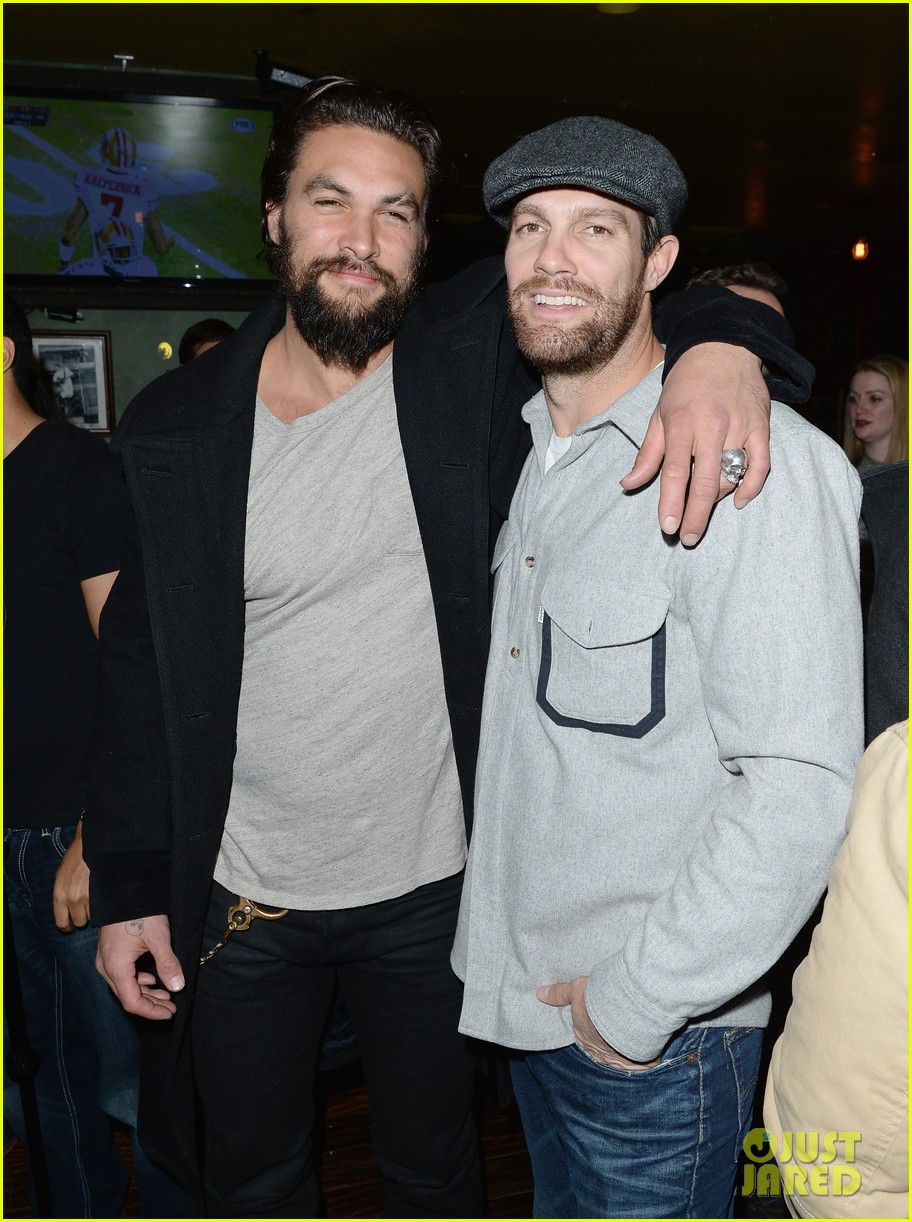 jason momoa geoff stults football fun at sundance 013036488